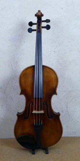AR00534 1 256x512 - Violon Allemand patiné - Luthier à la Roche Sur Foron