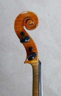 DPV269 1 256x399 - Violon copie de Guiseppe Fiorini - Luthier à la Roche Sur Foron