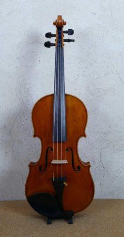 DPV269 2 256x489 - Violon copie de Guiseppe Fiorini - Luthier à la Roche Sur Foron